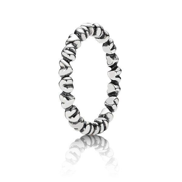 anillo de corazones de pandora