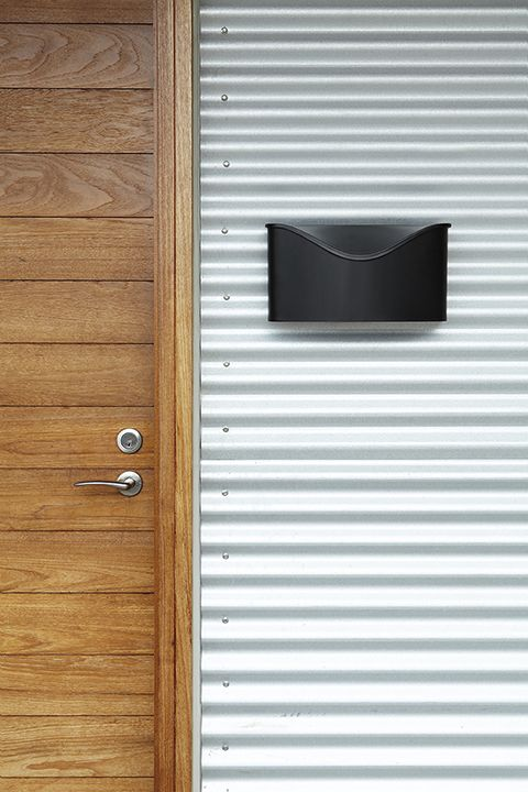 Postino De Umbra Une Boite Aux Lettre En Forme D Enveloppe