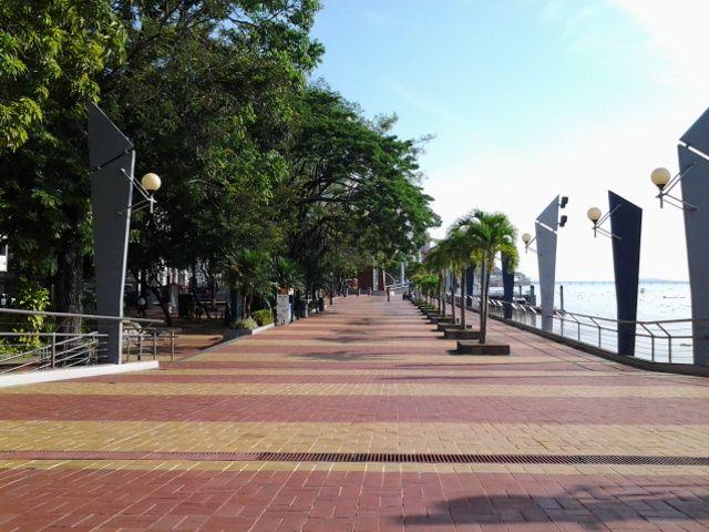 """Recorriendo el Malecón Simón Bolívar, mas conocido como """"Malecón 2000"""" - Guayaquil, Ecuador"""