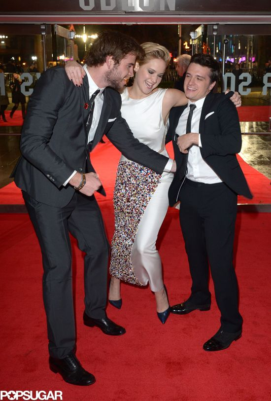 It s a Hunger Games tickle fight at the Catching Fire premiere! eb93cc6dc
