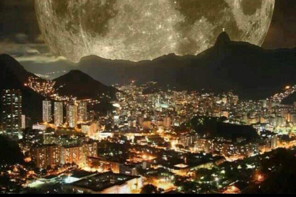 Don't know where but a spectacular picture of the moon.