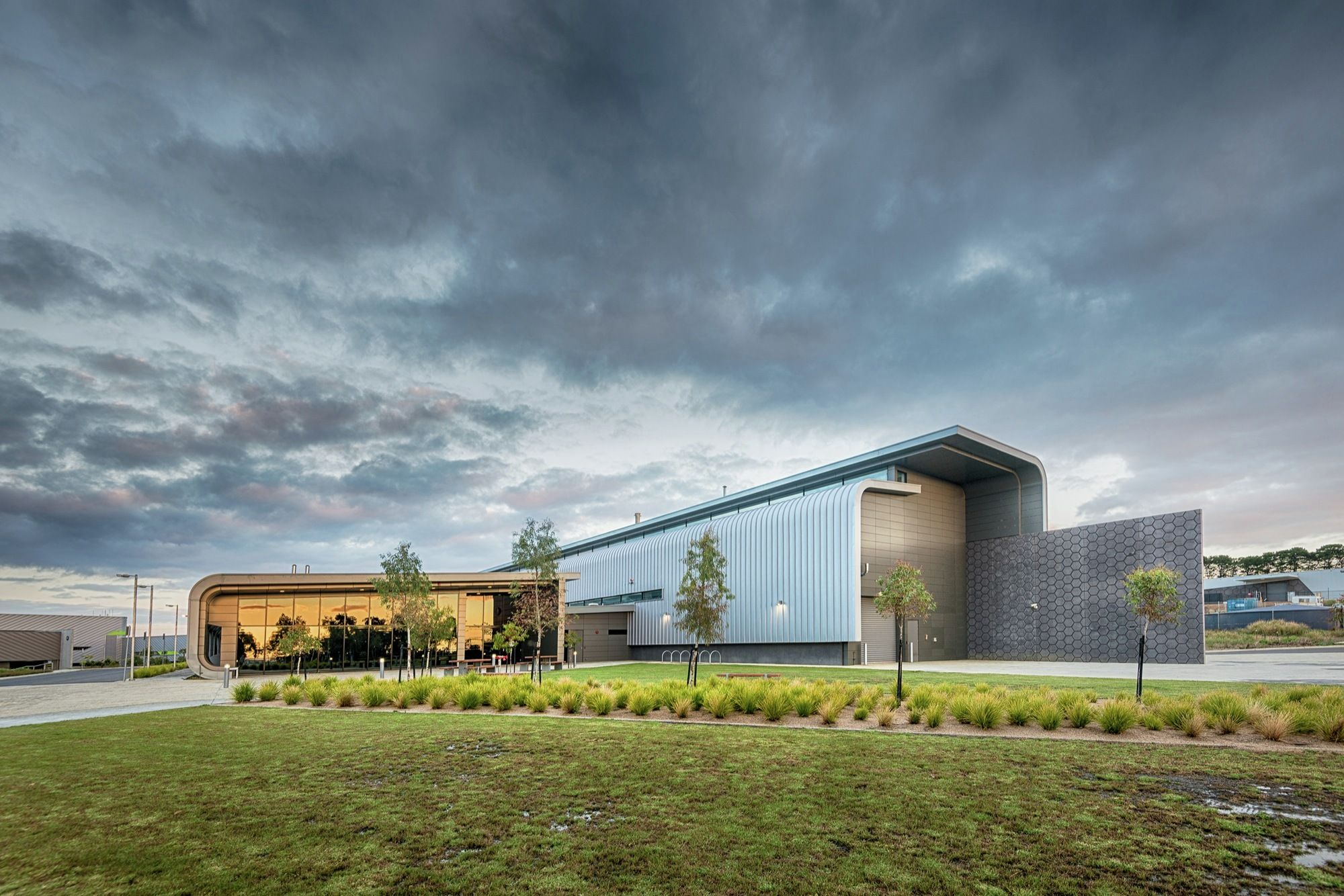 GHD Woodhead diseñó el Centro Australiano de Investigación e Innovación de Fibras Futuras (AFFRIC) en los Estanques del Campus de la Universidad de...