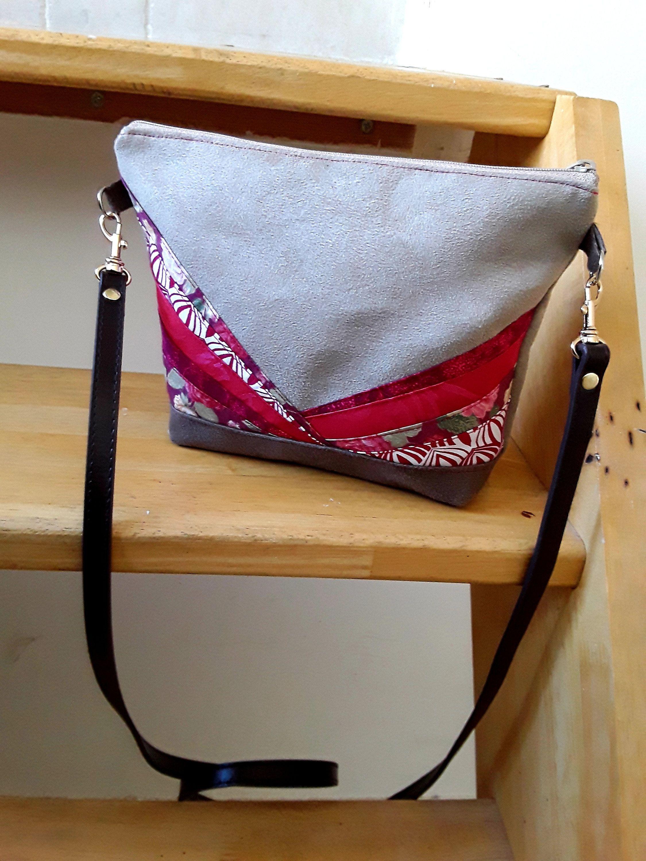 60c9cecde6 Petit sac bandoulière, sac à main, sac porté épaule, suédine taupe et  marron , patchwork de tissus japonais, style bohème, sac femme de la  boutique ...