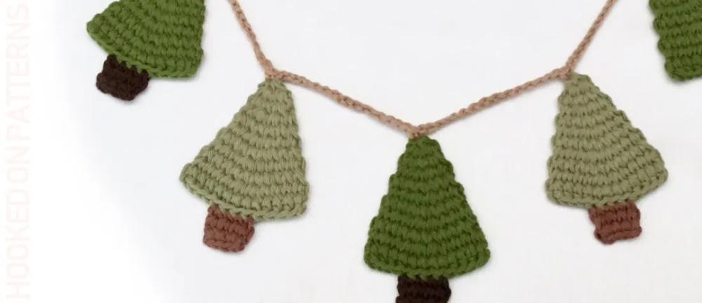 Get Crafting Easy Crochet Christmas Garland Crochet Christmas Garland Diy Christmas Garland Christmas Crochet