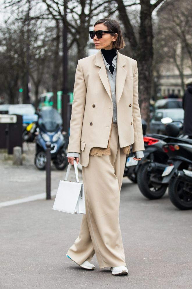 Street style at Paris Fashion Week Fall Winter 2018 2019   stylish     Street style at Paris Fashion Week Fall Winter 2018 2019   stylish people    Pinterest   Street styles  Street and Blazers
