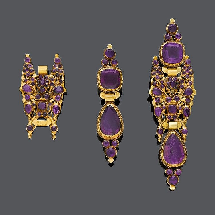 AMETHYST-GOLD-EARRINGS, probably Spain, ca. 1800.Yellow gold.Long pendant made of