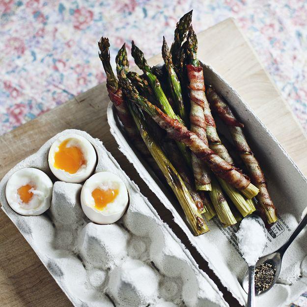 Riutilizzo cartoni delle uova per servire cibo.