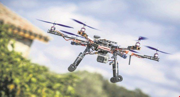 [New post] Auctioneers using drones to give buyers a bird's-eye view(3623)