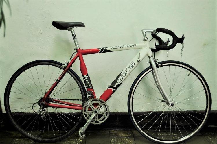 Bicicleta de ruta o pista marca Gios y Casco Specialized -   marcos ...