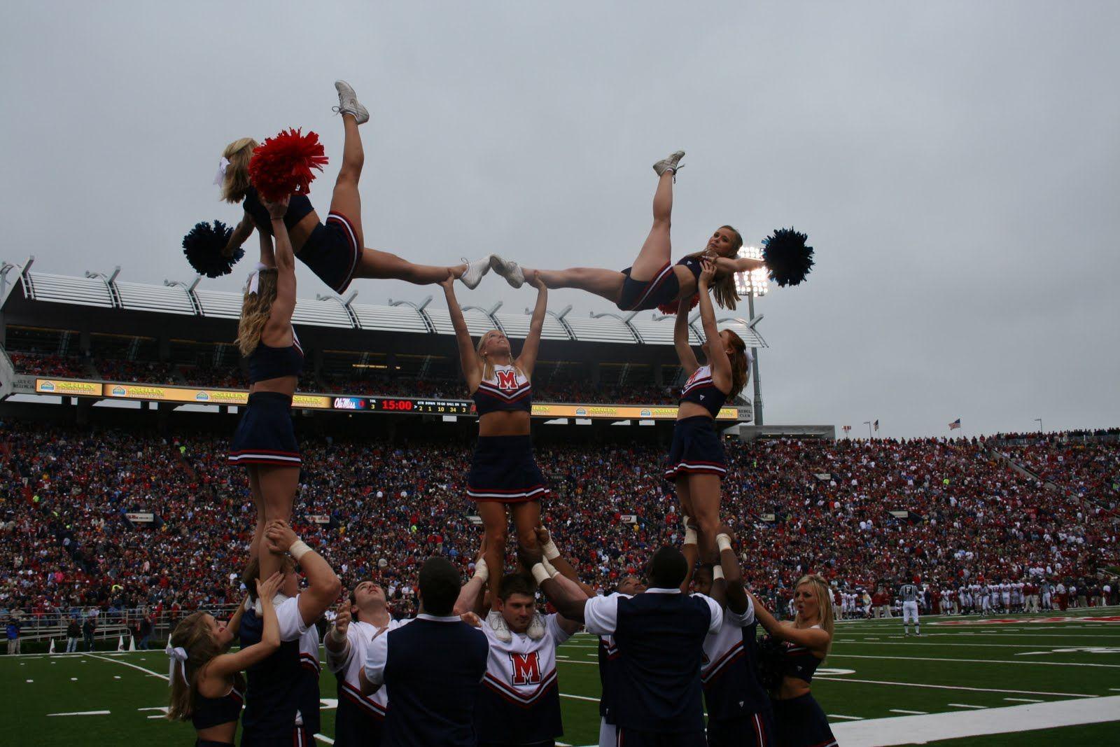 Ole Miss Cheerleading Cheer College Collegiate Hottytoddy Sports Game Stunt Cheerleaders Football Fiel College Cheer Cheerleading Cheerleading Stunt