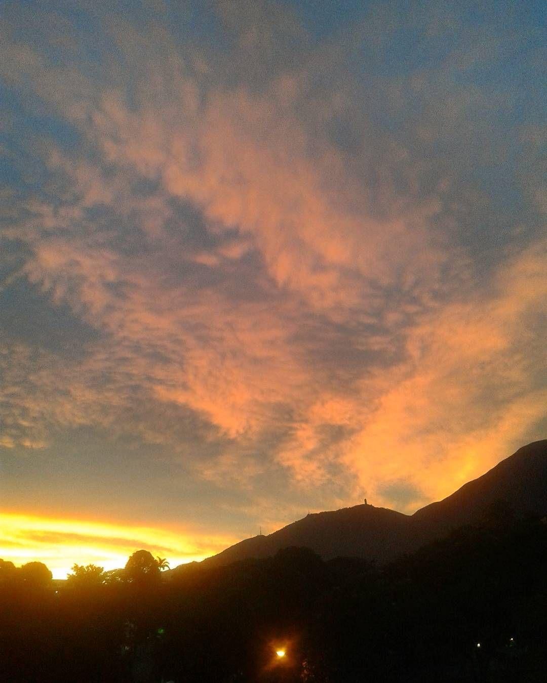 "93 Me gusta, 9 comentarios - Mara (@mara.jg) en Instagram: ""Mi atardecer de hoy// my sunset today... #Caracas #Venezuela #atardecer #sunset #sunset_captures_…"""