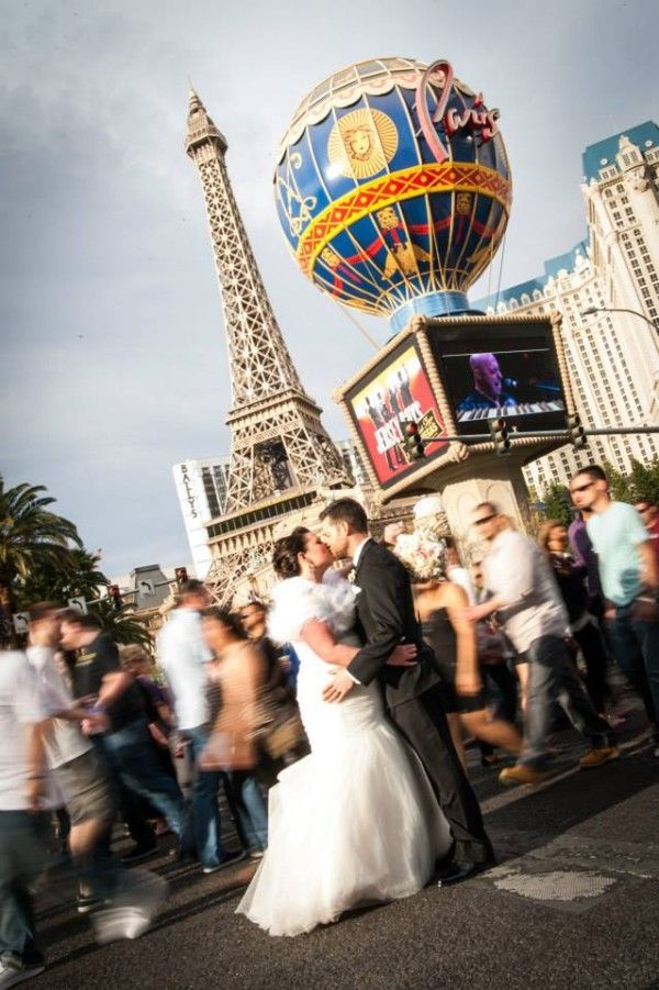 Las Vegas Weddings Frozen In Time On The Strip From Tyler Freear Photography Featured Little