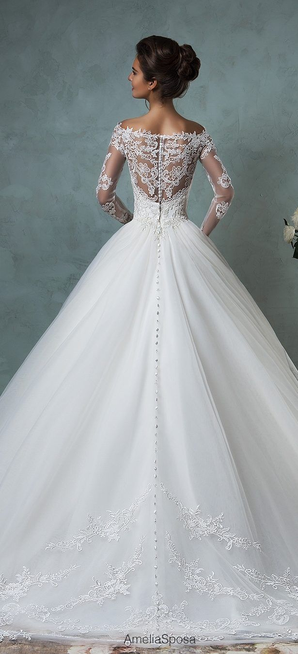 Amelia Sposa, has taken the wedding world by storm with it's bridal fashion filled with romantic lace and bits of vintage loveliness