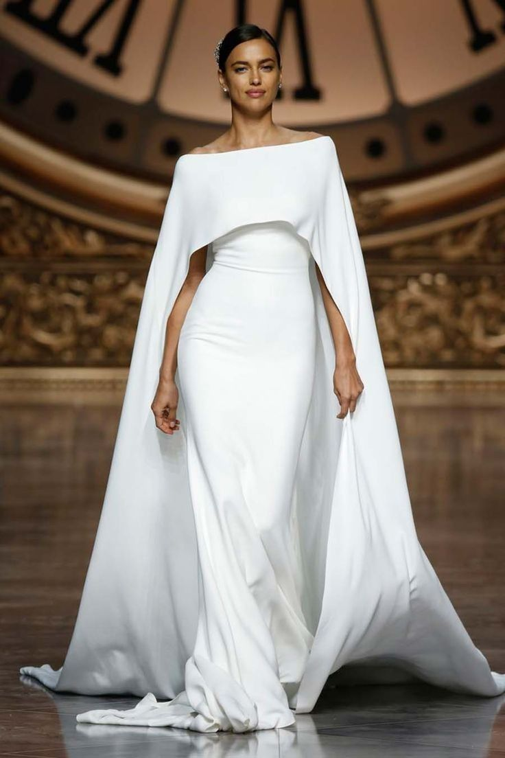 a79beb60df7fa6e Свадебное платье с кейпом от Pronovias | одежда | Свадебные платья ...