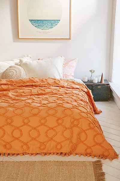 Plum Amp Bow Lovona Tufted Coverlet Urban Outfitters