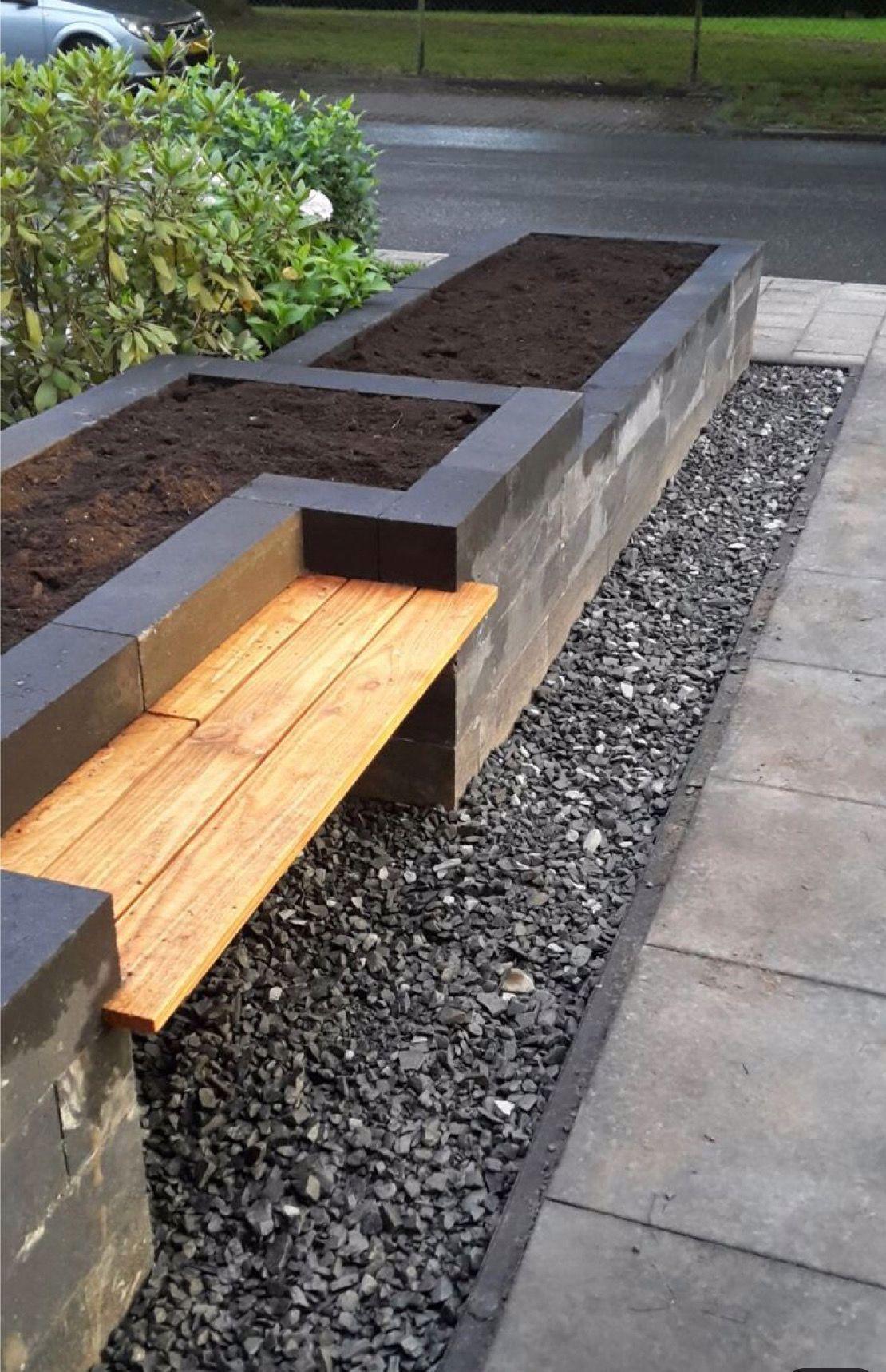 Hochbeet Mit Bank Erhohtegartenbeete Hochbeet Mit Bank In 2020 Backyard Landscaping Designs Backyard Garden Seating