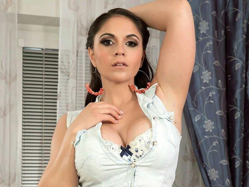 Alexandra Sivroskya naked