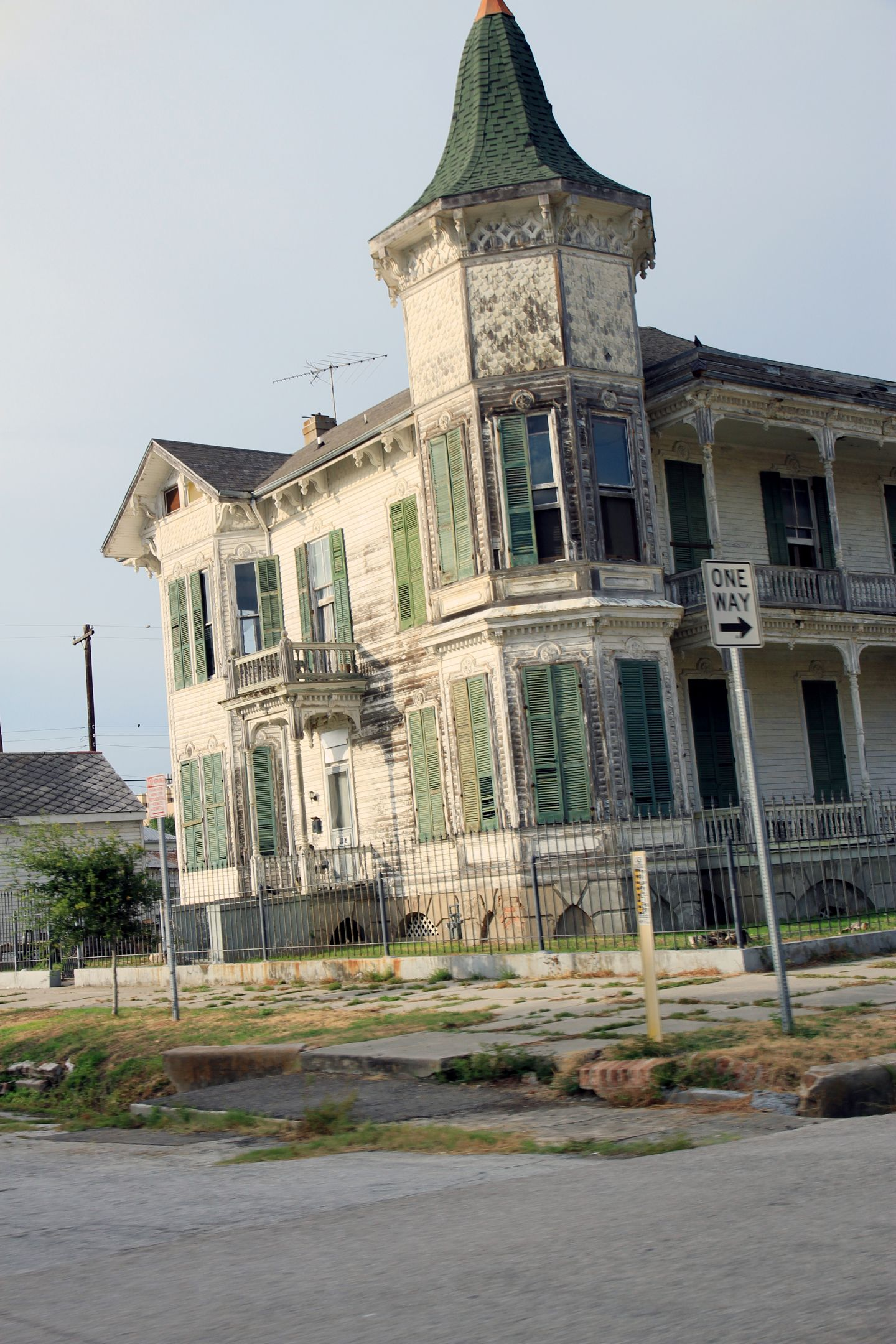 ABANDONED ~ Galveston Texas - Haunted beach house