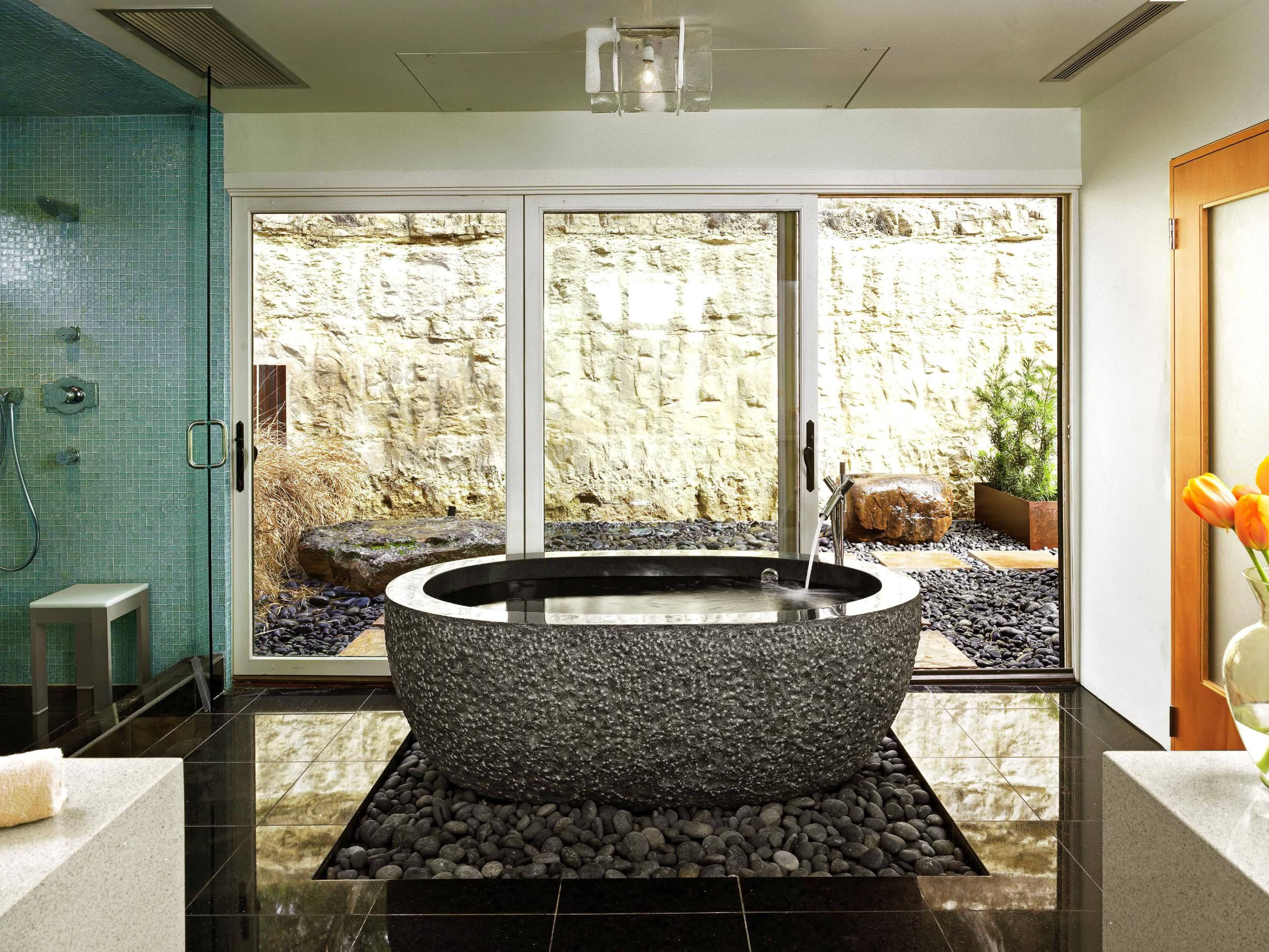 Ovalen Schwarzen Granit Badewanne Kupfer Pfanne Unter Der Wanne Interieur Glas Trennwand Einzigartige Mit Bildern Traumhafte Badezimmer Badewanne Aus Stein Zen Badezimmer