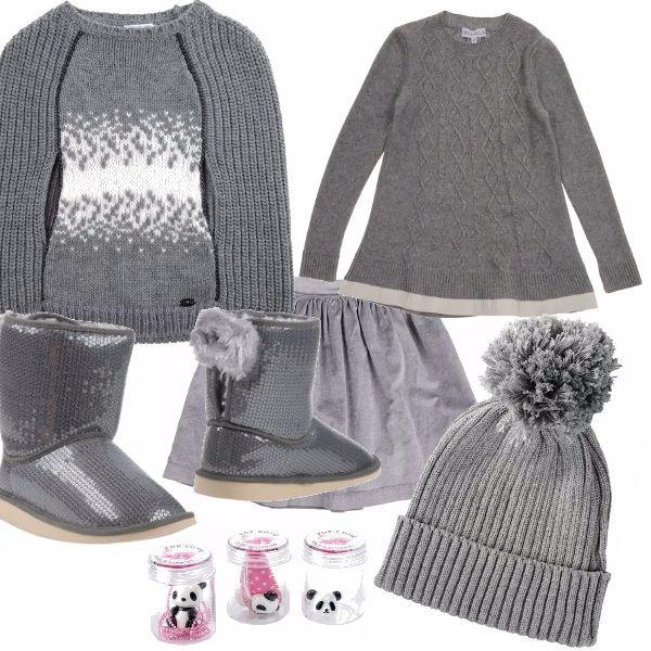 La nostra bimba è adorabile in grigio, i piedini brillano e sono allegri con le calzature che ho scelto non trovate? Una gonnella, un maglioncino e la mantella! Il pon pon anche sul cappellino.