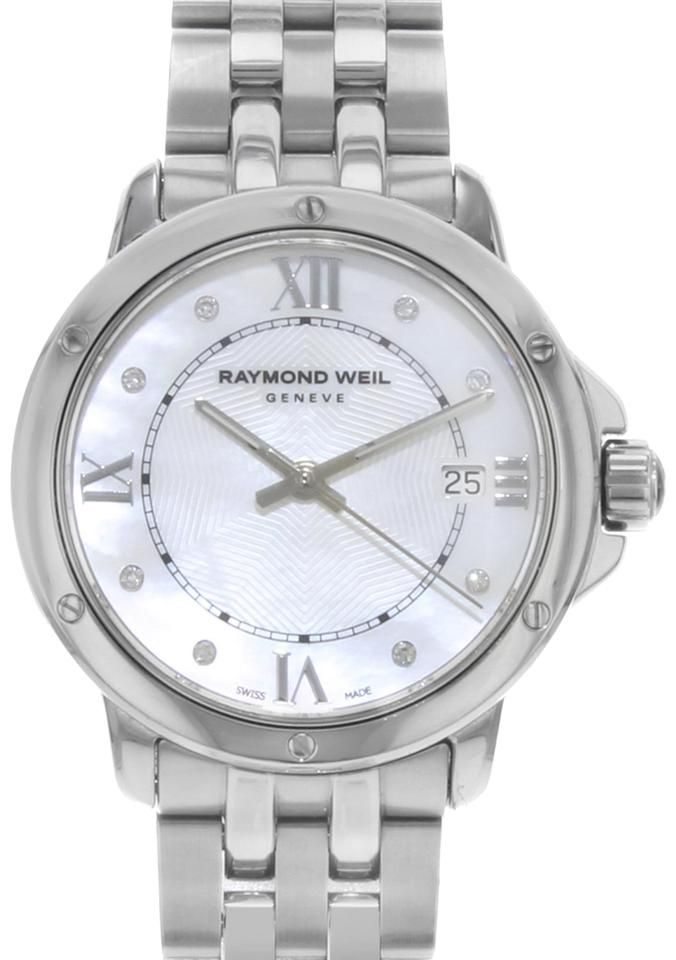 (18157) This display model Raymond Weil Tango 5391-ST-00995 is a beautiful Ladies timepiece that is powered by a quartz movement which is cased in a stainless steel case. It has a round shape face, date dial and has hand diamonds, roman numerals style markers. It is completed with a stainless steel band that opens and closes with a fold over clasp with double push button safety. This watch comes with original box and papers. BrandRaymond Weil SeriesTango Model Number5391-ST-00995 BoxYes PapersYe