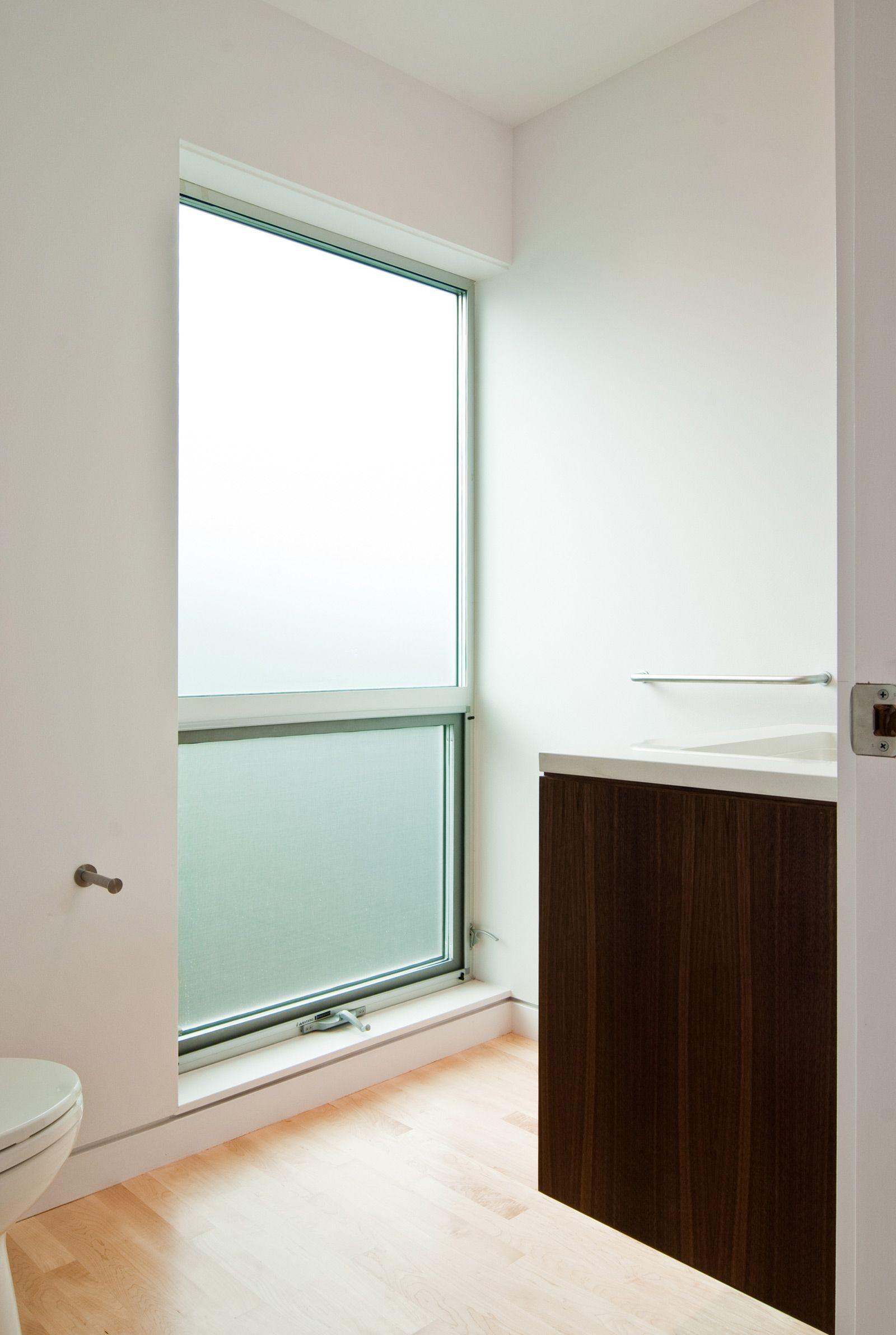 Contemporary interior window trim - Flush Base At Windows