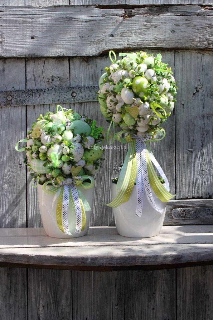 Stroik Wielkanocna Kula Bialo Zielona Stroiki Swiateczne Ozdoby Wielkanocne Dekoracje Na Wielkanoc Spring Easter Decor Easter Flowers Easter Tablescapes