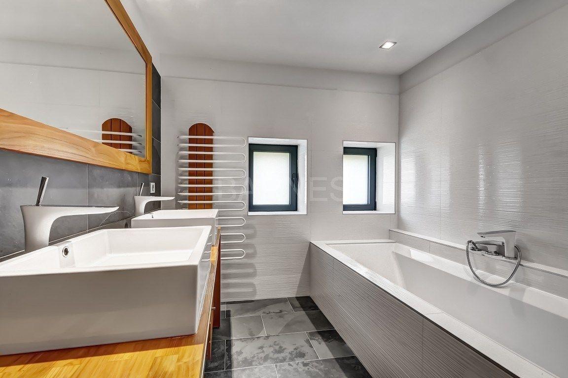 Decoration Tablier De Baignoire sol et mur côté vasque effet pierre, tablier de baignoire et