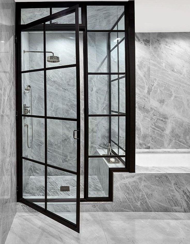 Salle de bain noire et grise, avec verrière de douche JL Bath