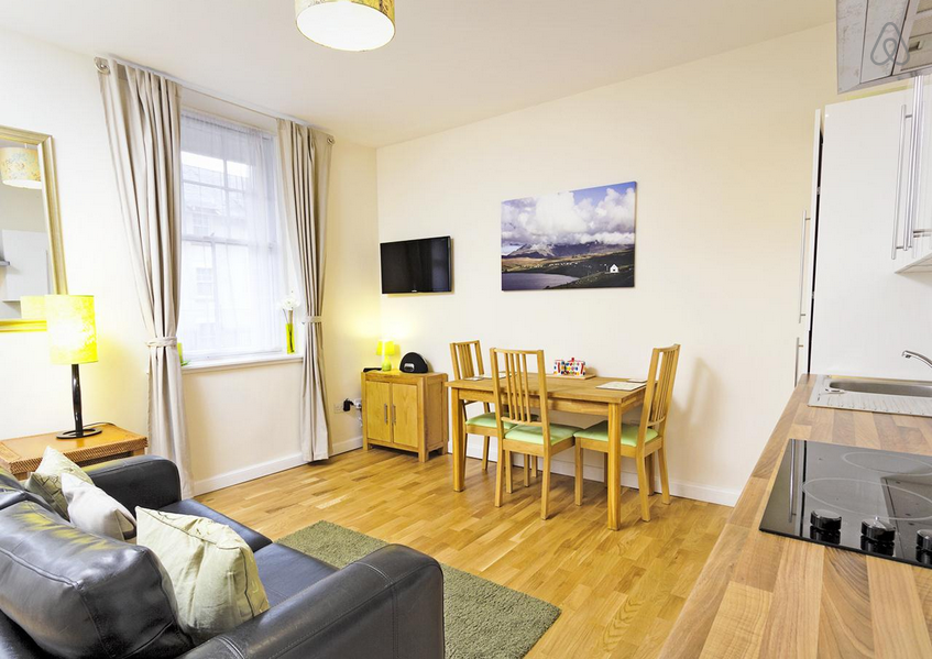 Check Out This Awesome Listing On Airbnb Quiet Royal Mile Apartment In Edinburgh 1 Bedroom Apartment Home Decor Room
