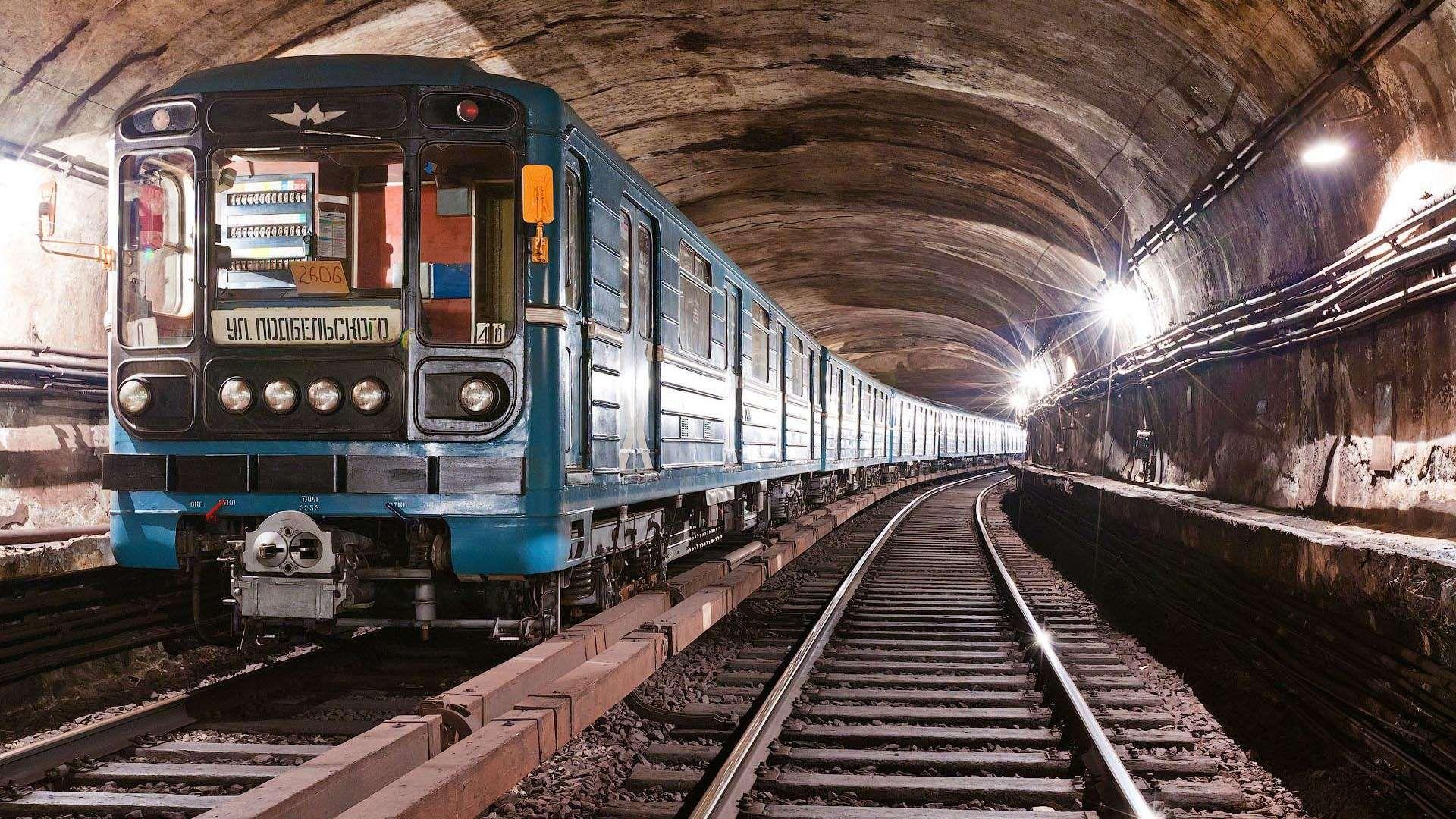 Nyc Subway Wallpaper Design Ideas Subway Wallpaper New York Train Wallpaper Train Moscow Metro