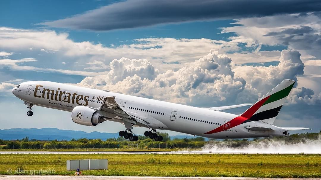 Pin By Mulpix Official On Civil Aviation Boeing 777 Boeing Emirates Airline