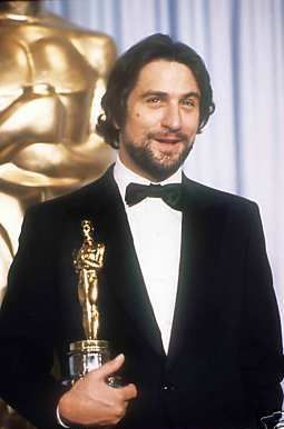 Robert De Niro With Oscar For Raging Bull Robert De Niro Actors Actor Studio