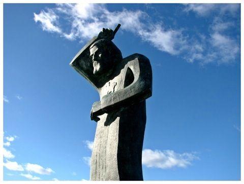 Estatua de San Juan Bautista ubicada junto a la Lomita de los Vientos, San Juan.