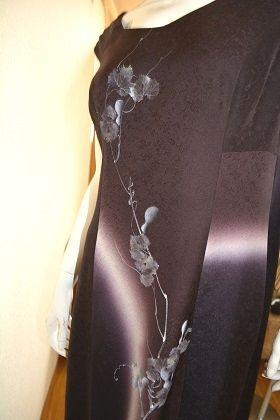 結婚式へのゲストドレスのオーダーを頂きました。 ポマルのワンピースを長くした変形デザインです。 着物柄と直ぐわからない着物柄が好きだと~との事で、 ...