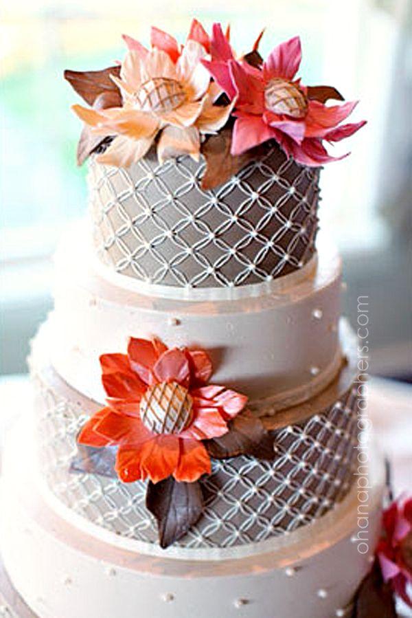 gorgeous wedding cake with sugar flowers // rochester new york wedding