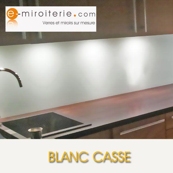 cr dence de cuisine en verre laque sur mesure blanc casse. Black Bedroom Furniture Sets. Home Design Ideas