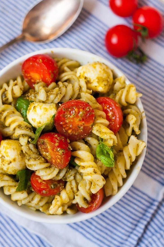 20 minuten nudelsalat mit pesto tomate und mozzarella rezept food and drink pinterest. Black Bedroom Furniture Sets. Home Design Ideas