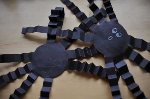 Folded Construction Paper Spiders My Likes Pinterest Halloween