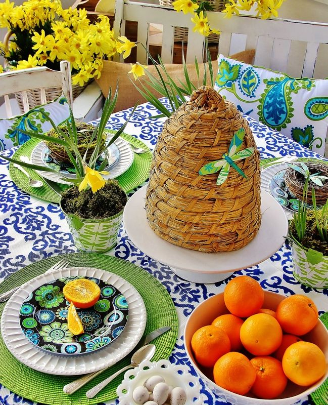 Easter Table Decoration Ideas....perfect for a spring party thistlewoodfarms.com