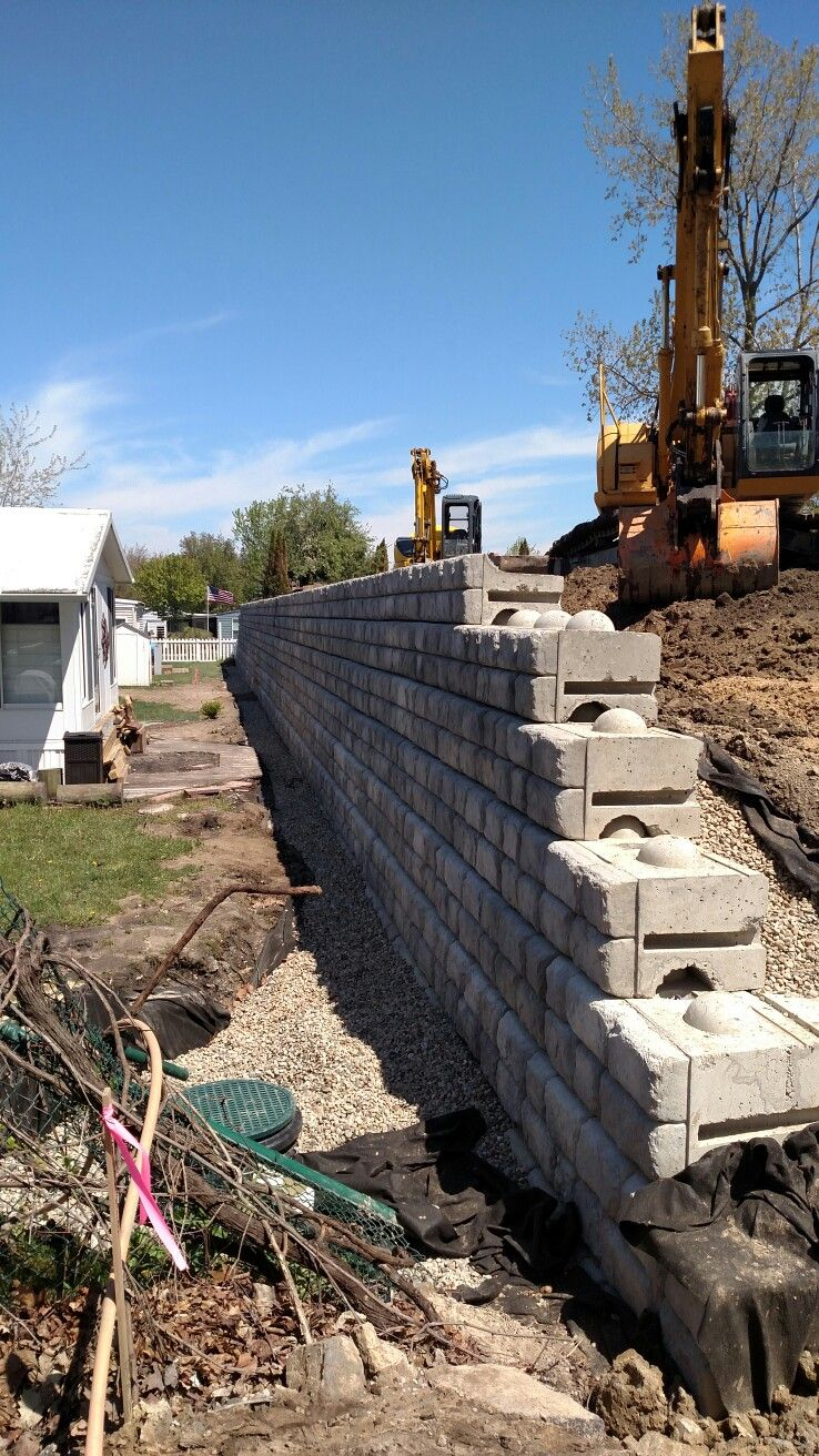 Pin By Julia Faye Conner On Aircrete Homes Landscaping Retaining Walls Backyard Retaining Walls Retaining Wall