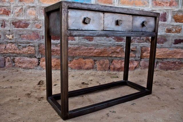 Modern sideboard i metall - Industriell stil