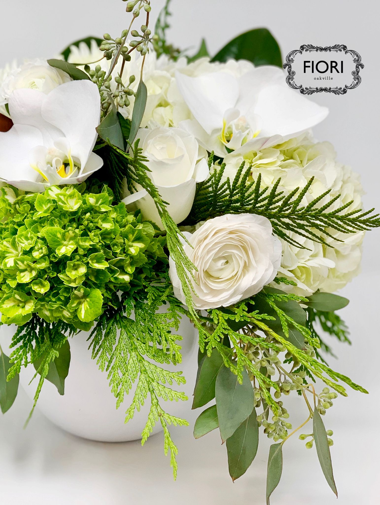 White Beyond the Gloss Flower centerpieces, Flower
