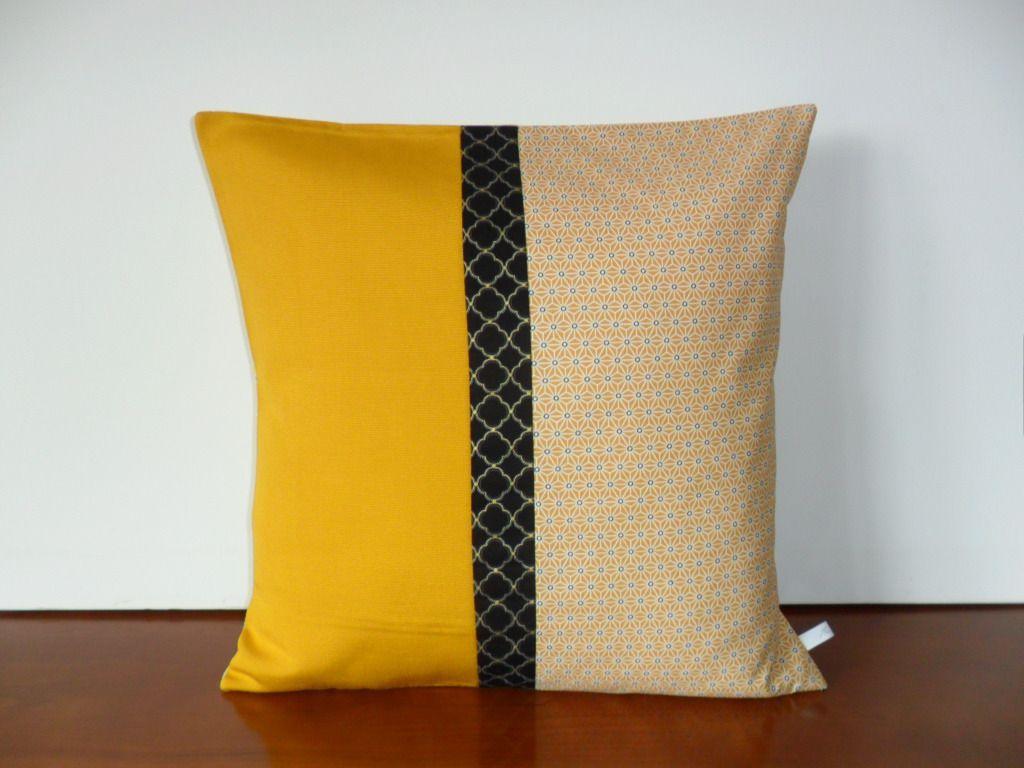 housse coussin d coration japonaise jaune et noir textiles et tapis par michka. Black Bedroom Furniture Sets. Home Design Ideas