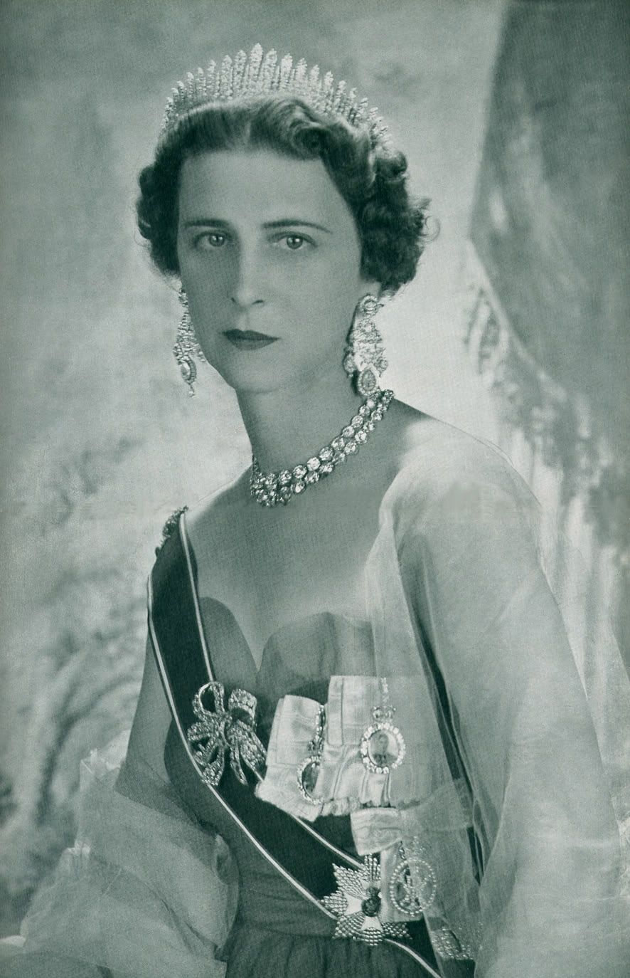 Princess Marina Of Greece And Denmark Duchess Of Kent And Wife Of Prince George Duke Of Kent Wearing The Kent C Royal Jewels Royal Crowns Greek Royal Family [ 1374 x 886 Pixel ]
