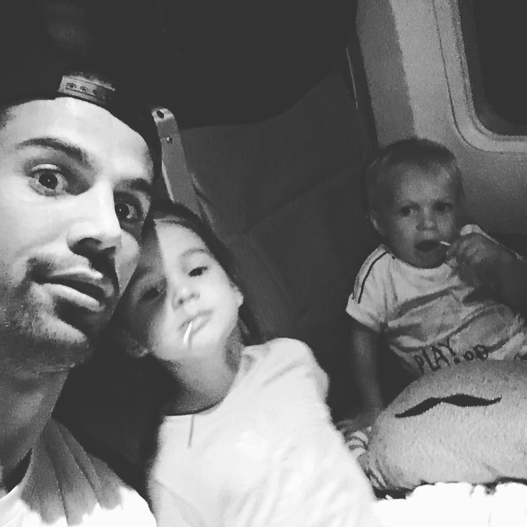 """65.6k Likes, 131 Comments - Eric Decker (@edeck87) on Instagram: """"We coming for you mommy 😛"""""""