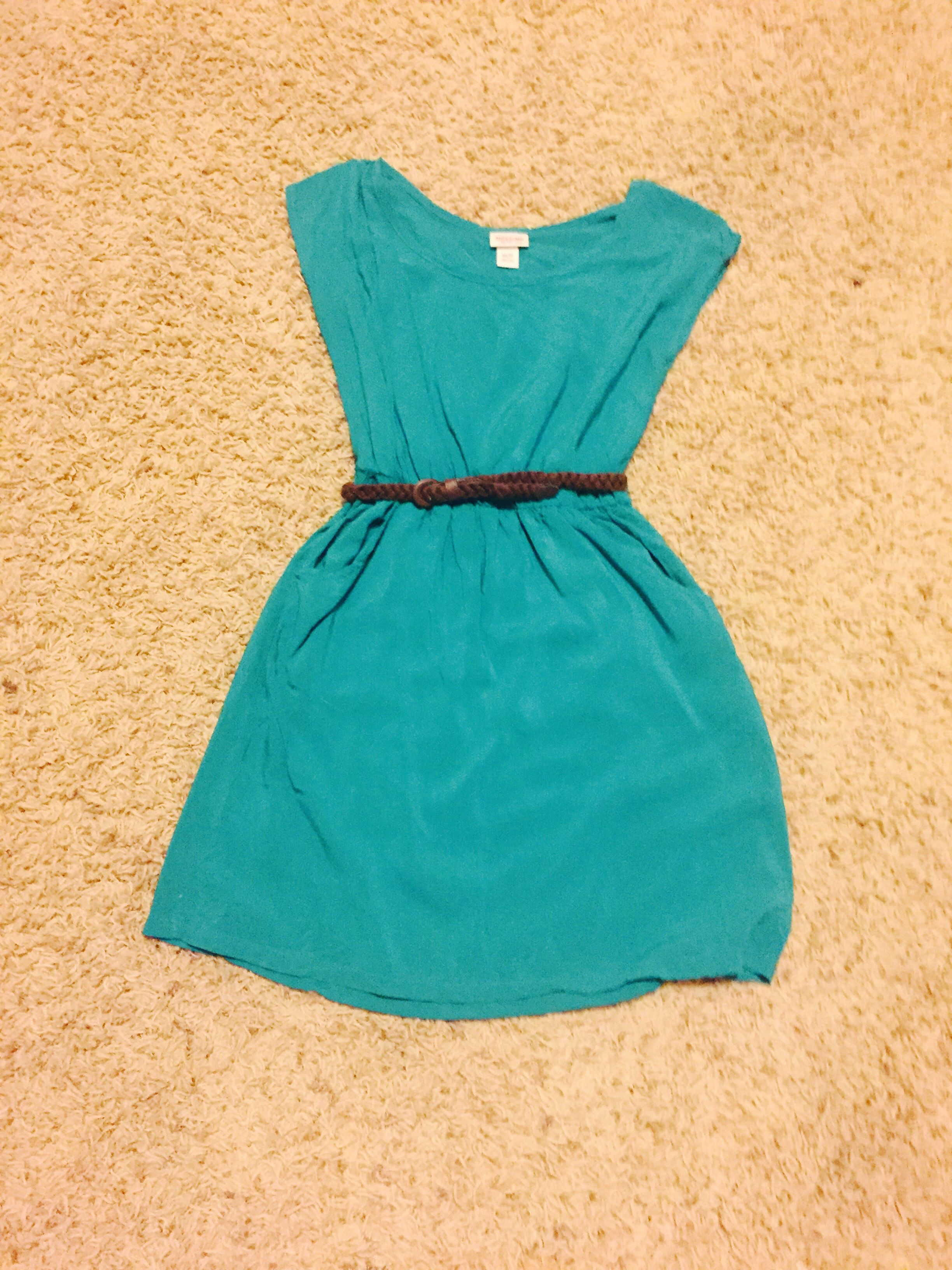 Mossimo green dress with brown braided leather belt. Has pockets. Size Xsmall.