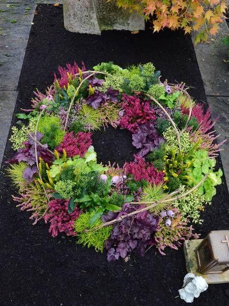 Herbst-Winterbepflanzung rund Grab #friedhofsdekorationenallerheiligen