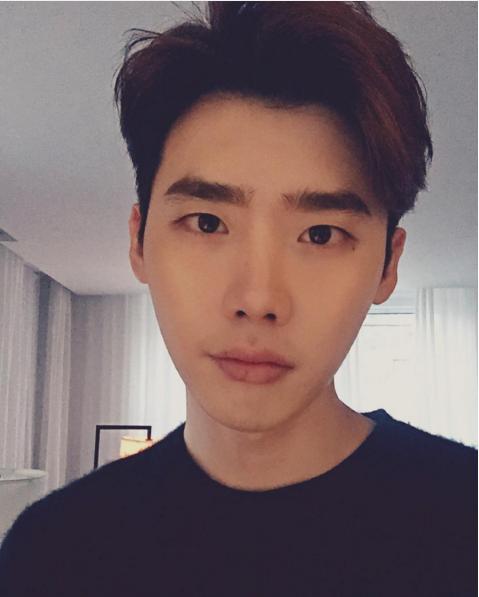 18/01/2016] LeeJongSuk Instagram Update It's Cold…    Source