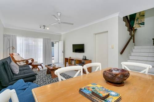 Trinity Retreat Trinity Beach Situated in Trinity Beach, this air-conditioned apartment features a patio. The property boasts views of the garden is 17 km from Cairns.  There is a seating area and a kitchen complete with a dishwasher, an oven and a microwave.